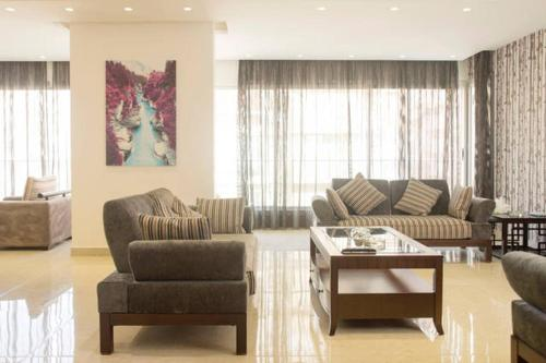 A seating area at Al Hanouni Apartments