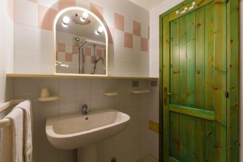 A bathroom at Tavernetta Quattro