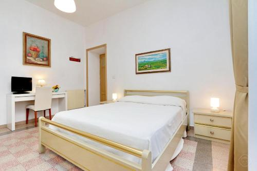 A bed or beds in a room at Authentic Family Apartment