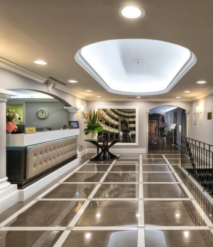 The lobby or reception area at Sina Maria Luigia
