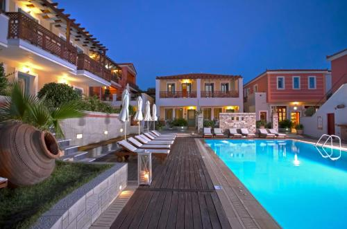 Het zwembad bij of vlak bij Sirena Residence & Spa