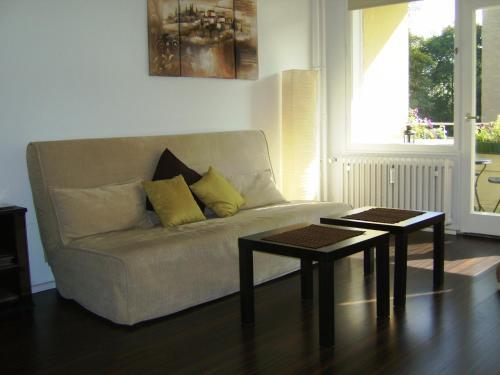 A seating area at Nikol Apartments