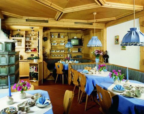 Ein Restaurant oder anderes Speiselokal in der Unterkunft Haus Rainer