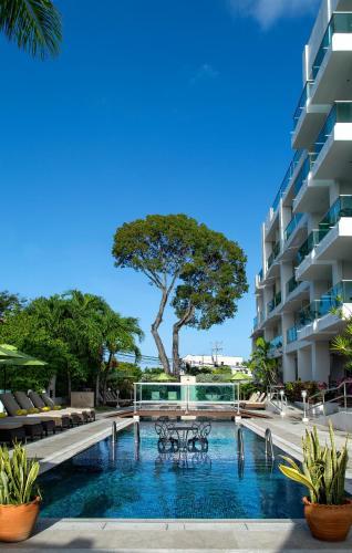 Бассейн в South Beach Hotel Breakfast Incl. - by Ocean Hotels или поблизости