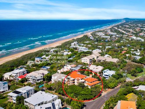 A bird's-eye view of Parkshores Sunshine Beach Noosa Holiday Apartments