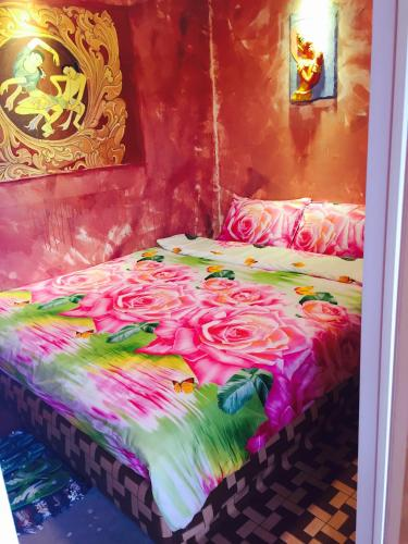 A bed or beds in a room at Shannkalay Hostel