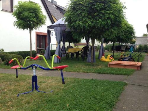 Ein Garten an der Unterkunft Ferienwohnung am Haff