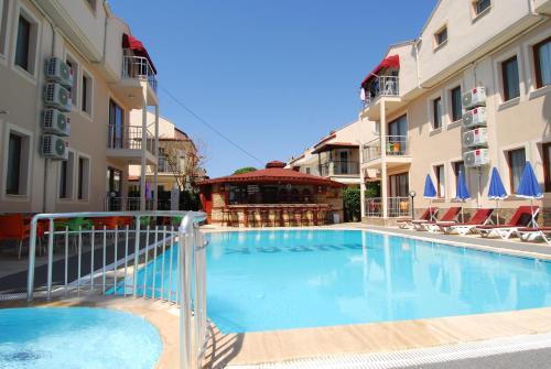 The swimming pool at or close to Burak Apart Hotel