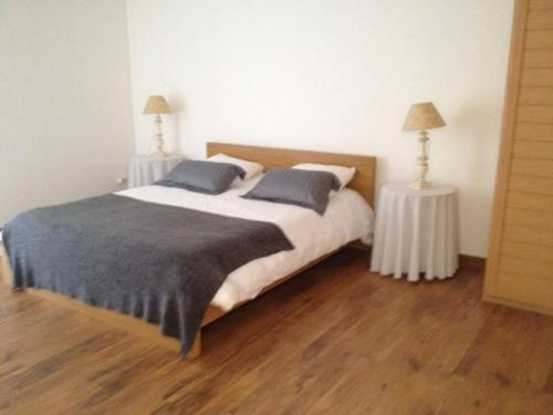 A bed or beds in a room at Un Gite en Provence