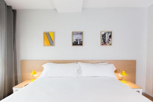A bed or beds in a room at Valenciaflats Ciudad de las Ciencias