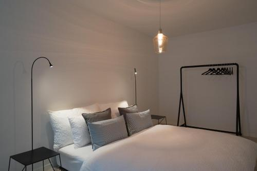A bed or beds in a room at Paradeplatz Apartment by Airhome