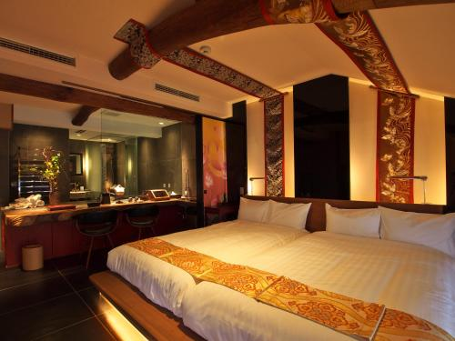 A bed or beds in a room at Yadoya Dejavu