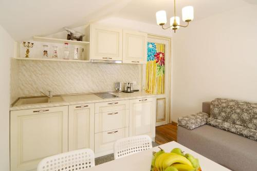 A kitchen or kitchenette at Art Guesthouse Vintage