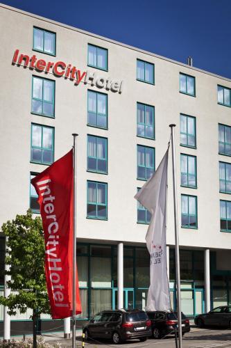 Eine Fassade oder ein Eingang zu IntercityHotel Kassel