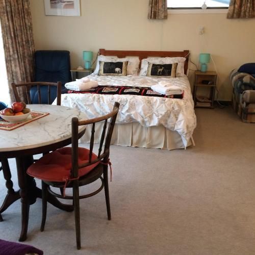Llit o llits en una habitació de Bellhamys B&B