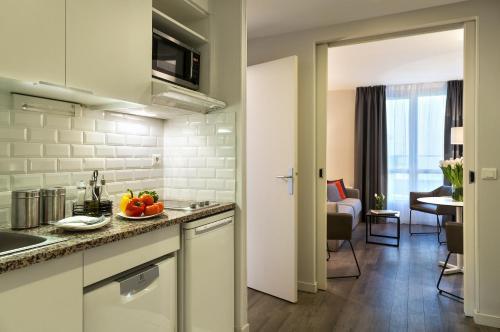シタディーン モンマルトル パリにあるキッチンまたは簡易キッチン