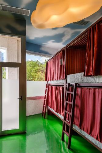 A bunk bed or bunk beds in a room at Blanco Albergue