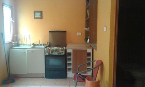 Una cocina o zona de cocina en Apart Oriana Puerto Montt