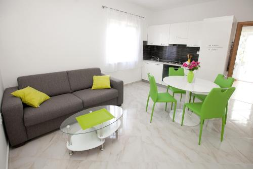 A seating area at Apartment MTV