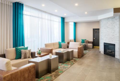The lounge or bar area at SpringHill Suites by Marriott Vieux-Montréal / Old Montreal