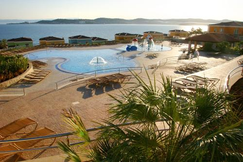 Pogled na bazen v nastanitvi Skiper Apartments & Golf Resort oz. v okolici