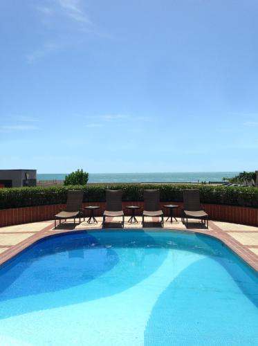 A piscina localizada em Hotel Diogo ou nos arredores