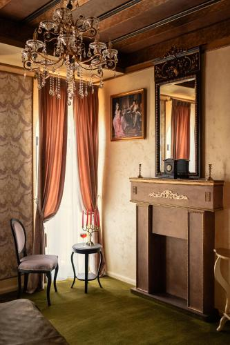 A seating area at Belle Epoque Boutique (Adult Only)