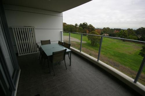 A balcony or terrace at Castle Hill Self-Contained Modern Three-Bedroom Apartment (503 PEN)