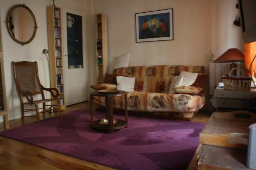 A seating area at Appartement Petroff