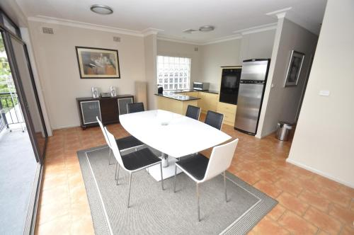A kitchen or kitchenette at North Ryde Self-Contained Two-Bedroom Apartment (69MELB)
