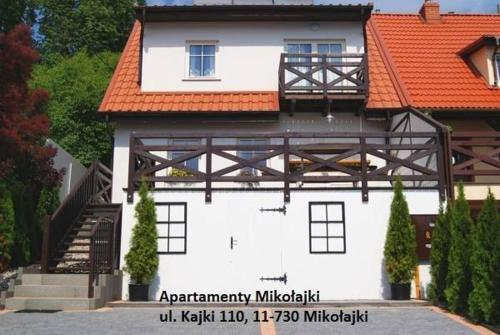The facade or entrance of Apartamenty Mikołajki