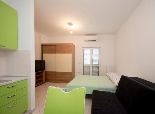 A seating area at Studio Apartment Tesija