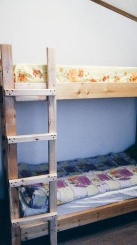 Двухъярусная кровать или двухъярусные кровати в номере Hostel Voronezh