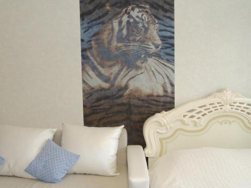Кровать или кровати в номере Apartments on Amurskaya 106