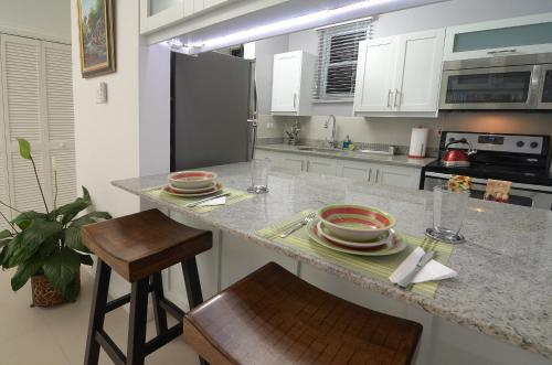 A kitchen or kitchenette at Choose To Be Happy @ Eight