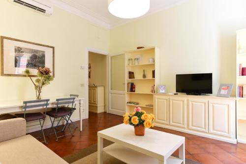 A seating area at Via Giulia Charming Apartment - Feels like Home