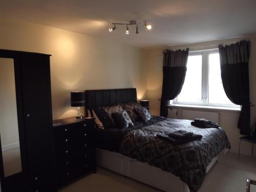 A bed or beds in a room at London's Calling