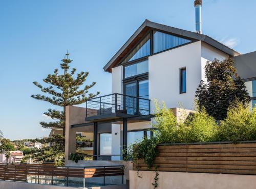Fațada sau intrarea în Happy Villa
