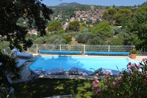 The swimming pool at or close to Tivoli en Provence