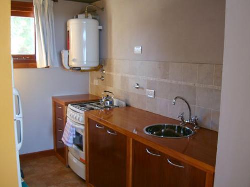 Una cocina o kitchenette en Cabañas Arenas Blandas
