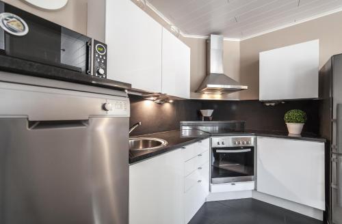 Majoituspaikan Kalajoki Apartments keittiö tai keittotila