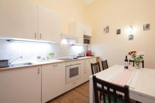 Küche/Küchenzeile in der Unterkunft Kinizsi Apartment