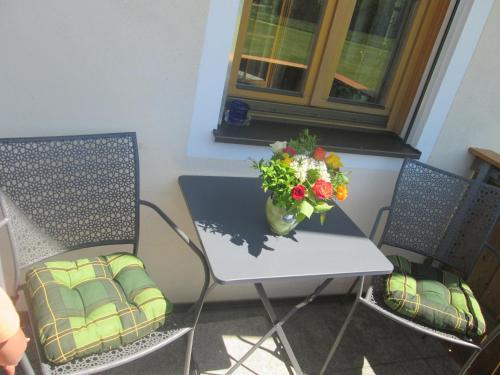 Ein Sitzbereich in der Unterkunft Ferienwohnung Rosalie
