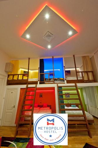 A bunk bed or bunk beds in a room at Metropolis Hostel