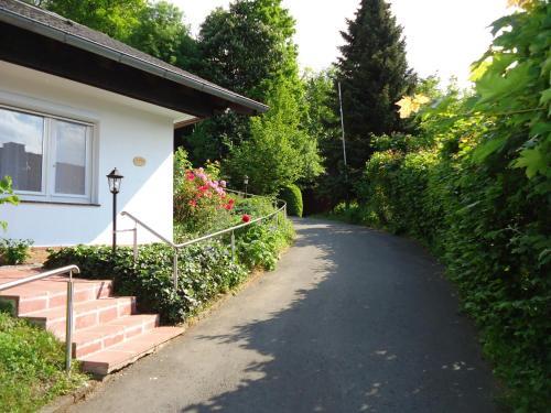 Ein Garten an der Unterkunft Haus am Burgberg