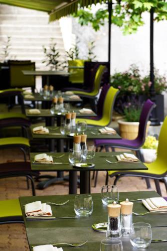 Restaurant ou autre lieu de restauration dans l'établissement Logis Les Terrasses de Corton