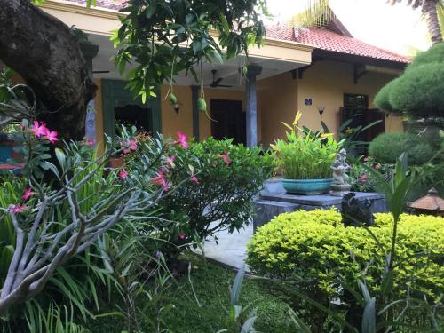 Een patio of ander buitengedeelte van Villa Taman Ayu