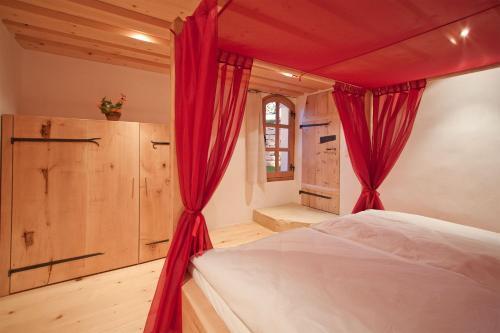 Ein Bett oder Betten in einem Zimmer der Unterkunft Ferienwohnung Im Obstgarten