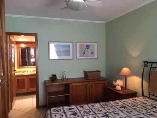 A seating area at Apartamento Aconchegante Em Torres