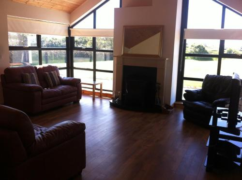 The lounge or bar area at Kilmore Quay Castleview 1 - 5 Bedroom House